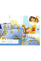 ชุดเครื่องนอนลายหมีพูห์ พื้นสีฟ้า Premier Satin ผ้าปูที่นอน ผ้านวมพรีเมียร์ ซาติน PK004