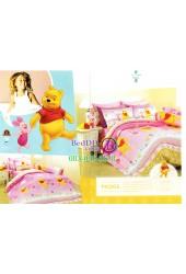 ชุดเครื่องนอนลายหมีพูห์ พื้นสีชมพู Premier Satin ผ้าปูที่นอน ผ้านวมพรีเมียร์ ซาติน PK005